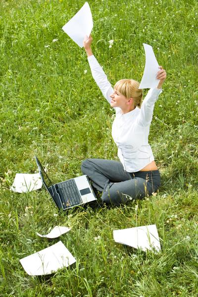 成功した 作業 肖像 幸せ 女性 論文 ストックフォト © pressmaster