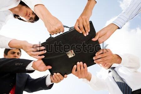 Lottare foto umani mani toccare nero Foto d'archivio © pressmaster