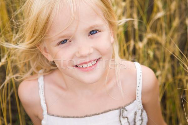 Cute девушки изображение молодой пшеницы глядя Сток-фото © pressmaster
