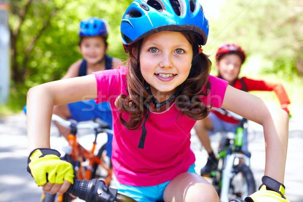 впереди портрет девочку верховая езда велосипедов друзей Сток-фото © pressmaster