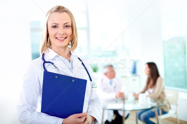 практикующий врач портрет довольно женщины глядя камеры Сток-фото © pressmaster