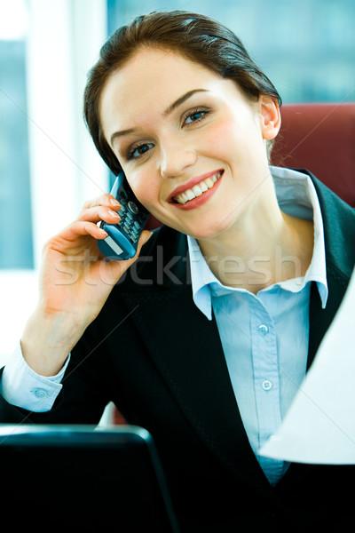 Zajęty kobieta młoda kobieta wzywając biuro Zdjęcia stock © pressmaster
