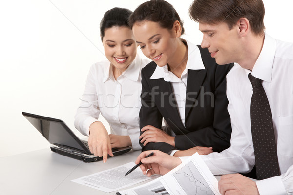 Foto stock: Papeleo · retrato · equipo · de · negocios · sesión · mesa · mirando