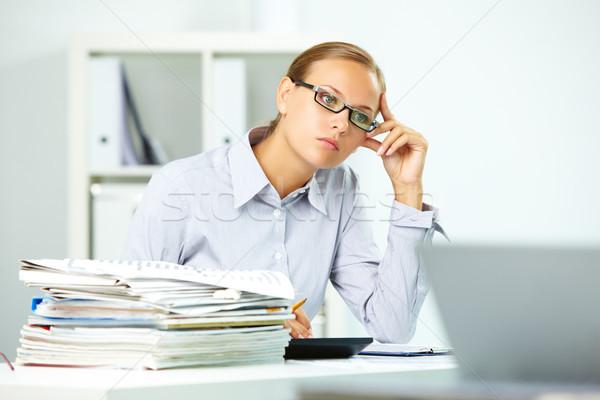 Zamyślony pracownika portret smart kobieta interesu myślenia Zdjęcia stock © pressmaster