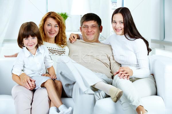 Stockfoto: Eengezinswoning · foto · gelukkig · gezin · naar · camera · home