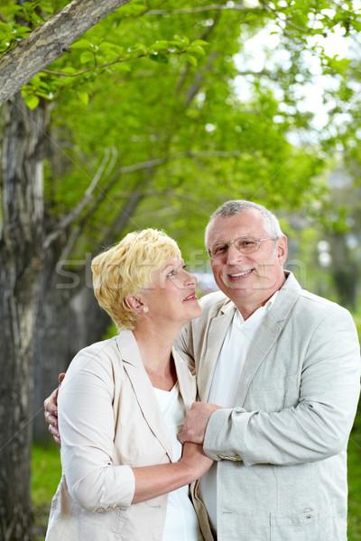 Genegenheid rijpe vrouw naar echtgenoot vrouw park Stockfoto © pressmaster