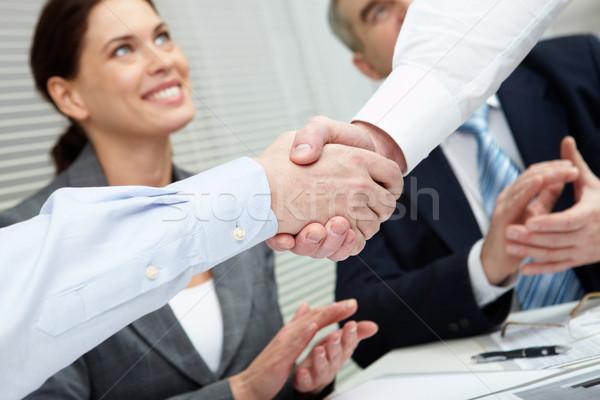 Imagine de stoc: Succes · gest · doua · strângere · de · mână · echipa · de · afaceri