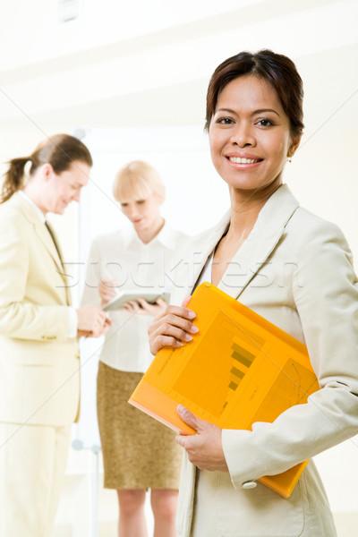 Сток-фото: счастливым · лидера · портрет · успешный · деловая · женщина · глядя