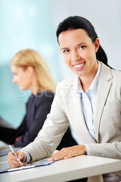 Сток-фото: улыбаясь · деловая · женщина · портрет · месте · глядя