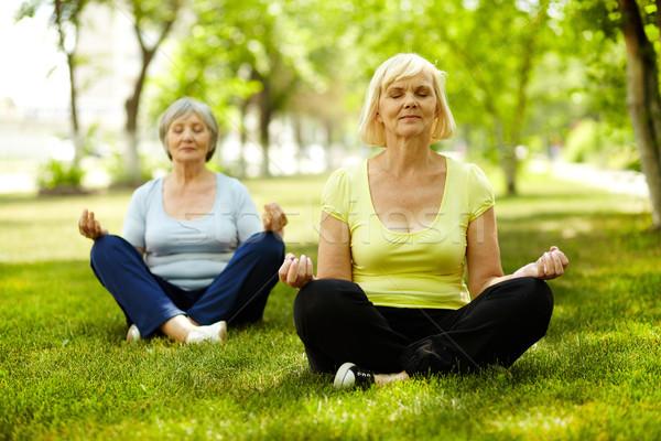 Pace ritratto donne yoga esercizio Foto d'archivio © pressmaster