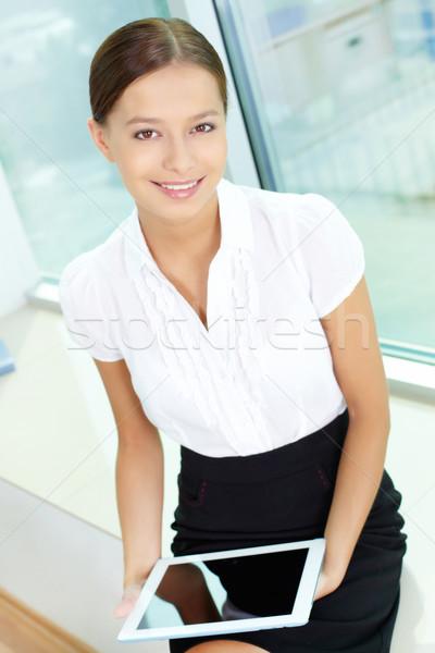 Kobieta touchpad portret dość dziewczyna uśmiechnięty Zdjęcia stock © pressmaster