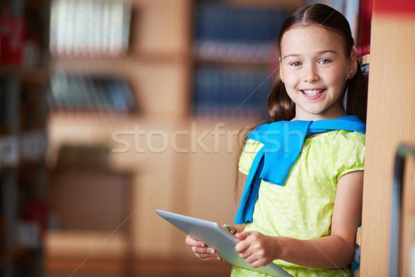 Stockfoto: Meisje · touchpad · portret · naar · camera · gelukkig