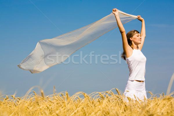 élvezi szellő portré csinos nő visel fehér Stock fotó © pressmaster