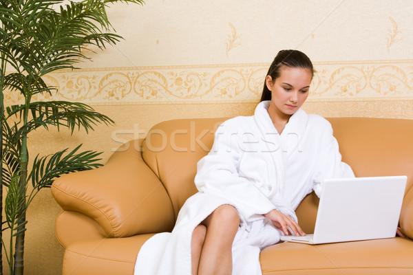 Stock fotó: Otthon · munka · kép · csinos · lány · fürdőköpeny