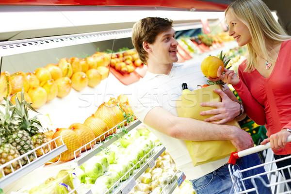 Stok fotoğraf: çift · süpermarket · portre · mutlu · bakıyor · diğer