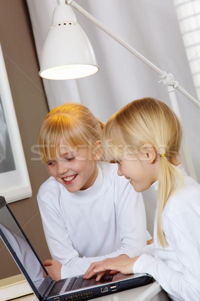 ストックフォト: 宿題 · 肖像 · 2 · 女の子 · コンピュータ · 幸せ