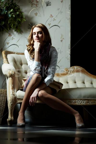 Posh fille image élégante séance rétro Photo stock © pressmaster