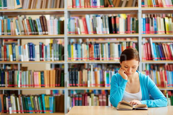 Czytania dziewczyna portret mądry student otwarta księga Zdjęcia stock © pressmaster