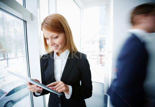 Geschäftsfrau Touchpad Bild erfolgreich Büro Business Stock foto © pressmaster