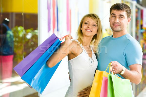 ストックフォト: 関係 · 肖像 · 男 · 色 · ショッピングバッグ