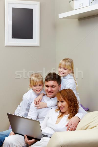 Foto stock: Imagem · amigável · família · sessão · sofá · olhando