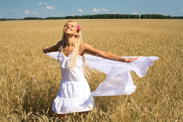 özgürlük fotoğraf mutlu kadın beyaz kumaş Stok fotoğraf © pressmaster