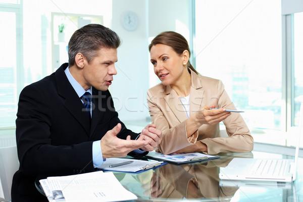 Negocios debate jóvenes oficina mujer Foto stock © pressmaster
