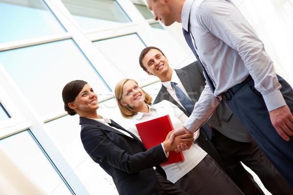 рукопожатием изображение Бизнес-партнеры соглашение бизнеса Сток-фото © pressmaster
