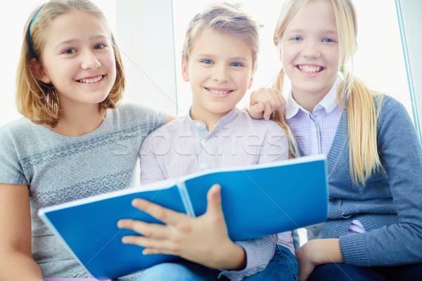 Mutlu sınıf arkadaşları portre üç bakıyor Stok fotoğraf © pressmaster