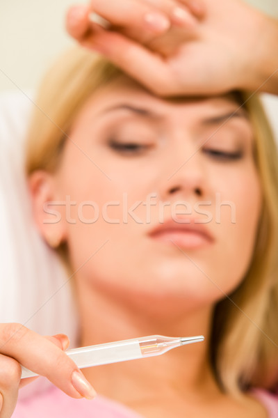 Groß Temperatur weiblichen Frau Hand Stock foto © pressmaster