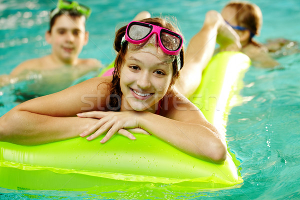 Fille piscine photo fille heureuse amis eau Photo stock © pressmaster