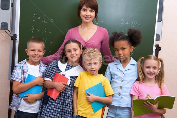 Stock fotó: Sikeres · csoport · vonal · aranyos · iskolás · gyerekek · néz