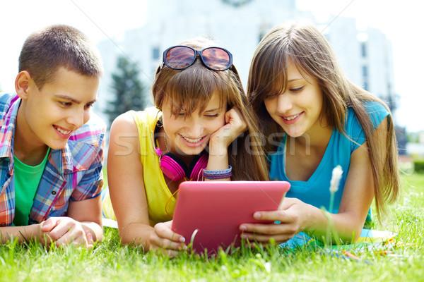 Devoirs adolescents réalisée loin personnel heureux Photo stock © pressmaster