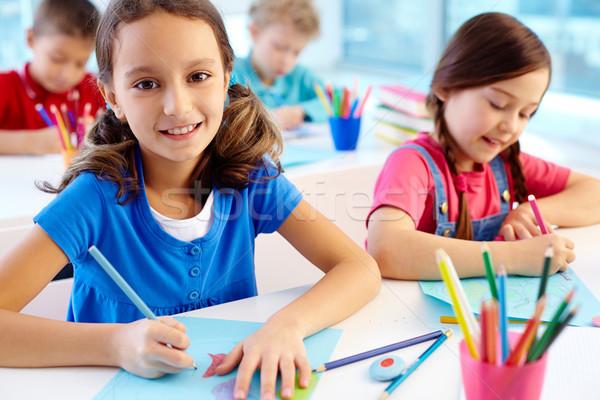 Goede portret meisje tekening werkplek naar Stockfoto © pressmaster