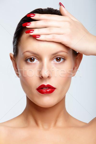 Kobieta szykowny czerwone usta dotknąć czoło Zdjęcia stock © pressmaster
