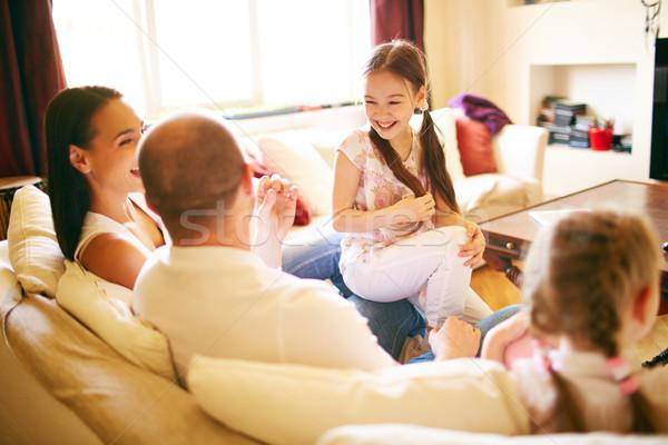 Famille conversation jeunes accueillant quatre week-end Photo stock © pressmaster