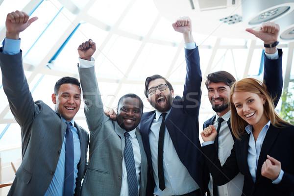 Winnaars groep extatisch naar camera Stockfoto © pressmaster