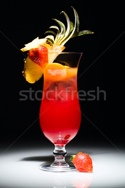 Sexe plage photo cocktail fraise pièce Photo stock © pressmaster