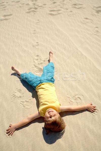Stock fotó: Pihen · fiú · fölött · kilátás · vidám · fiú · homok