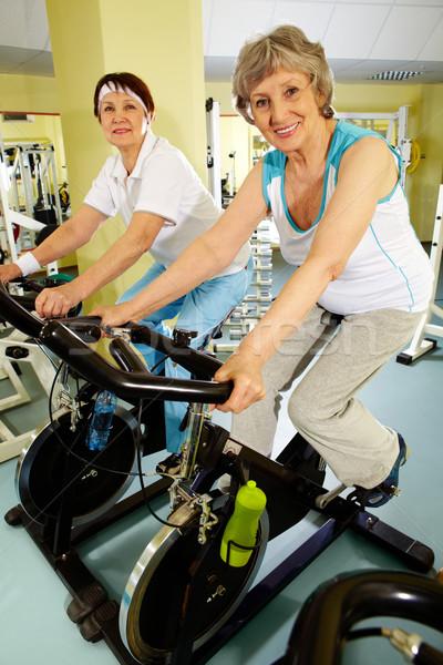 Stock foto: Tätig · Fitness · zwei · Senior · Frauen · Ausbildung