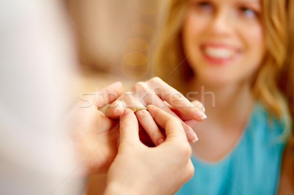 Comprometido cara anel de noivado dedo namorada mulher Foto stock © pressmaster