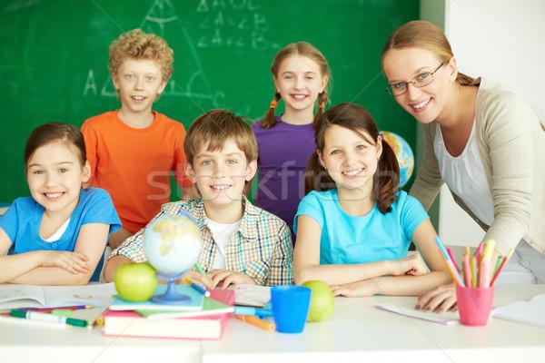 Escuela primaria retrato cute mirando cámara Foto stock © pressmaster