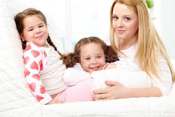 Cuidado de los niños amoroso madre dos bastante familia Foto stock © pressmaster