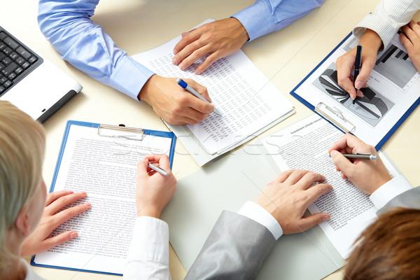 書類 画像 ビジネスの方々  手 作業 文書 ストックフォト © pressmaster