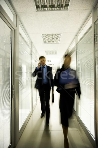 Zajęty ludzi portret ludzi biznesu spaceru w dół Zdjęcia stock © pressmaster