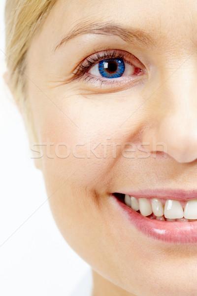 Zdjęcia stock: Kobiet · twarz · uśmiechnięty · patrząc · kamery · izolacja