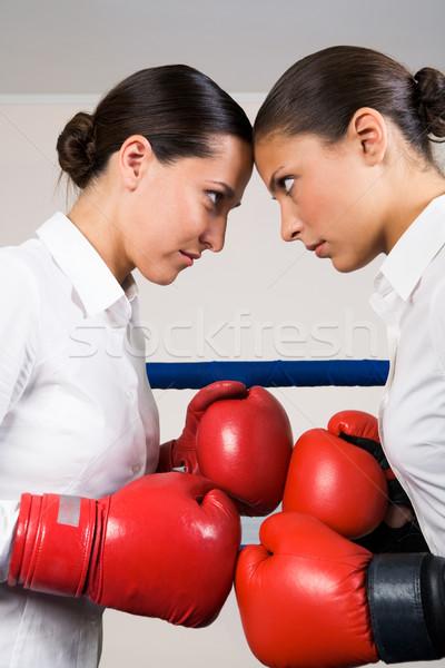 Verekedés fotó agresszív üzlet nők boxkesztyűk Stock fotó © pressmaster