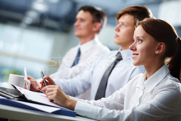 Business Seminar drei Geschäftsleute Sitzung Schwerpunkt Stock foto © pressmaster