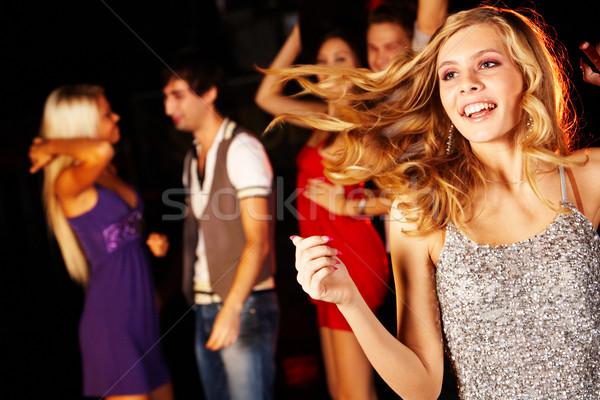 Energic fată portret Dansuri petrecere prietenii Imagine de stoc © pressmaster