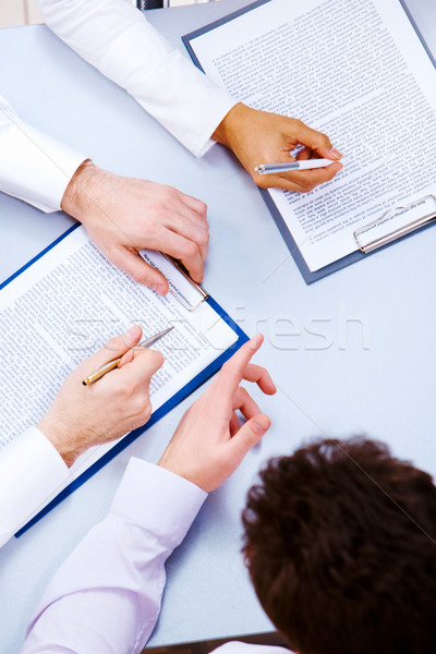 Briefing foto uomini d'affari mani lavoro documenti Foto d'archivio © pressmaster